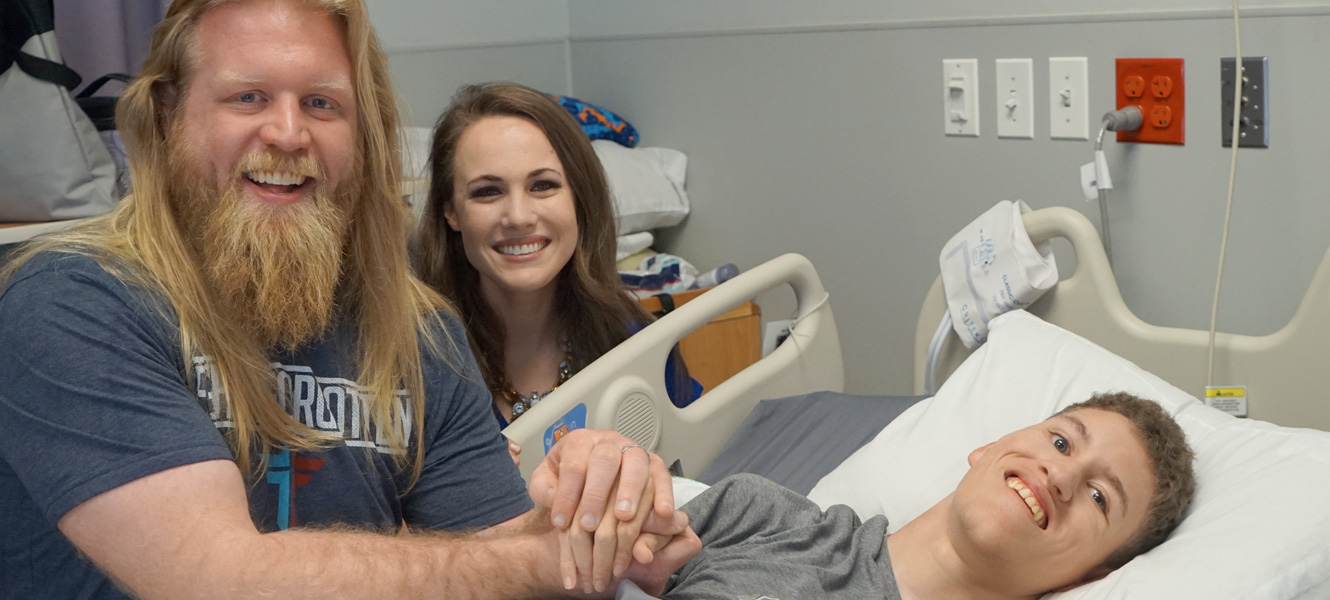 Professional MMA Fighter visits Hospital